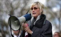 Erin Brockovich Blames Flint Water Crisis on 'Greed,' 'Corruption'