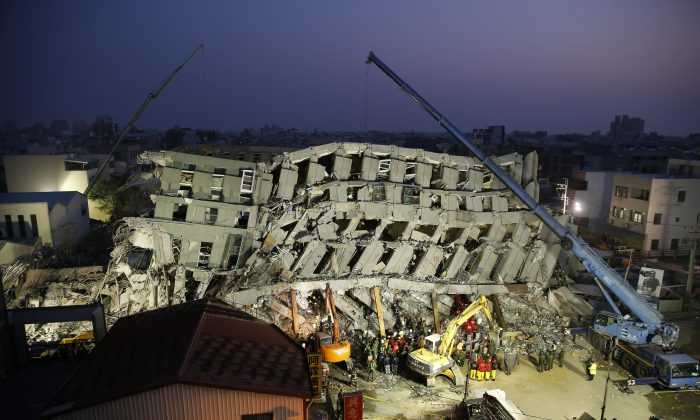 Emergency rescuers continue to search for the missing in a collapsed building from an earthquake in Tainan, Taiwan, on Feb. 7, 2016. (AP Photo/Wally Santana)