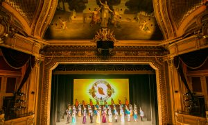 Courage of Shen Yun Inspires Theatergoers