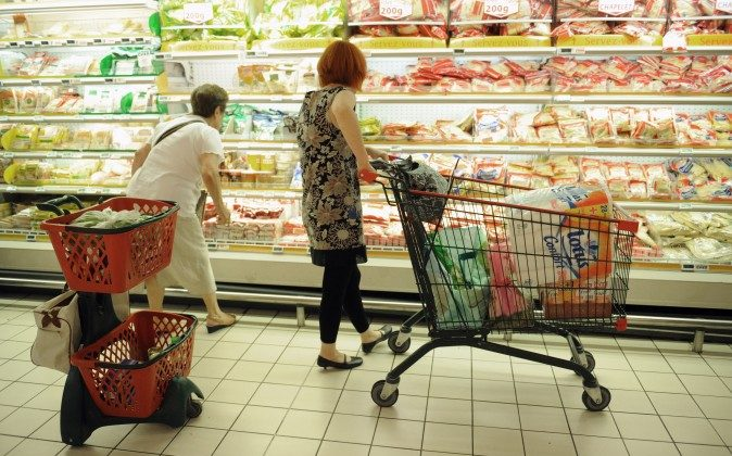 People shop at a supermarket in Gramont, southern France, Aug. 9, 2010. (Remy Gabalda/AFP/Getty Images)
