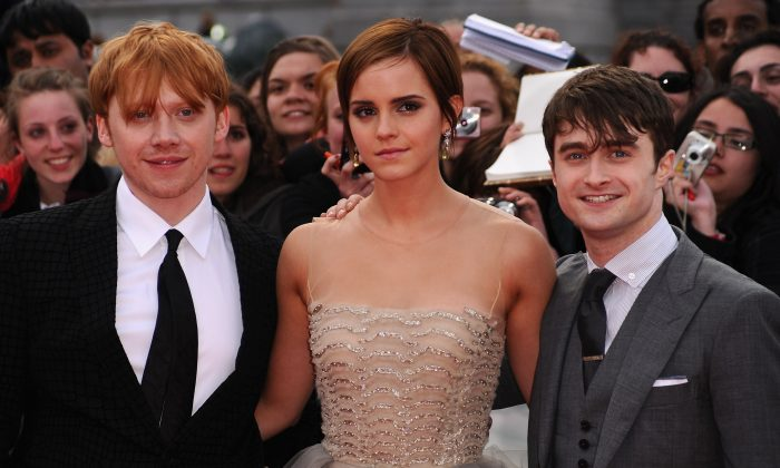 (L-R) Rupert Grint, Emma Watson and Daniel Radcliffe attend the World Premiere of Harry Potter and The Deathly Hallows - Part 2 at Trafalgar Square on July 7, 2011 in London, England. (Ian Gavan/Getty Images