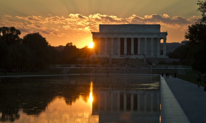 The sun sets behind the Lincoln Memorial in Washington on Sept. 30, 2013. (Mladen Antonov/AFP/Getty Images)