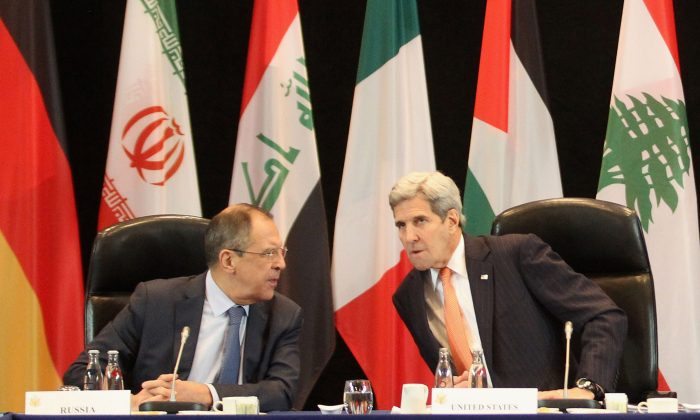 (L-R) Russian Foreign Minister Sergey Lavrov and U.S. Secretary of State John Kerry at a meeting of the International Syrian Support Group (ISSG), ahead of the International Munich Security Conference, in Munich, Germany, on Feb. 11, 2016. (Alexandra Beier/Getty Images)