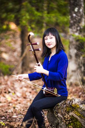 Erhu virtuoso Qi Xiaochun. (Samira Bouaou/Epoch Times)