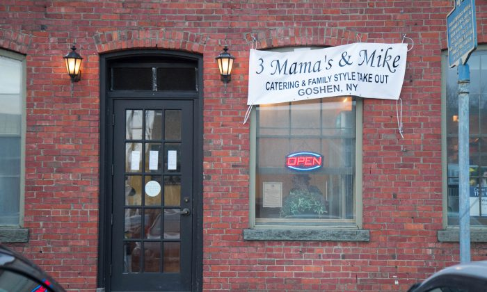 The front of 3 Mama's and Mike at 134 W. Main St. in Goshen on Feb. 9, 2016. (Holly Kellum/Epoch Times)