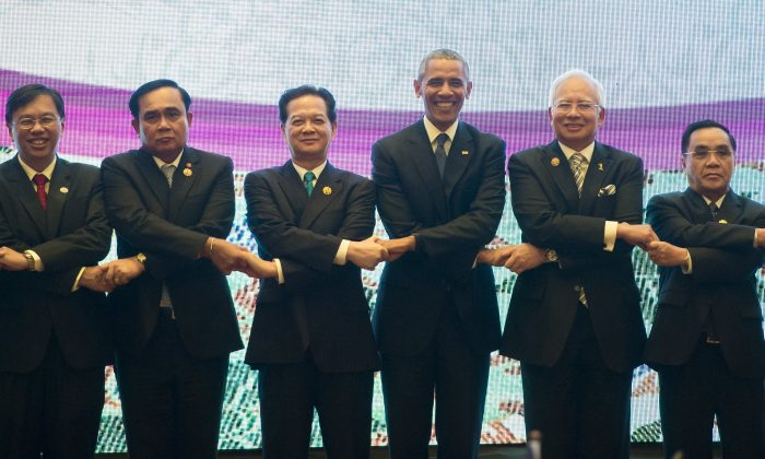 Thailand's Prime Minister Prayut Chan-O-Cha (2L), Vietnam's Prime Minister Nguyen Tan Dung (3L), President Barack Obama (C), Malaysia's Prime Minister Najib Razak (2R) Laos Prime Minister Thongsing Thammavong (R) during the U.S.-ASEAN Summit at the Kuala Lumpur Convention Center in Kuala Lumpur on Nov. 21, 2015. (Saul Loeb/AFP/Getty Images)