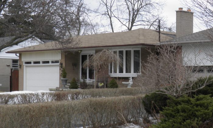 A  single family home in Toronto. Along with Vancouver, Toronto is skewing national averages for sales and price appreciation. (Epoch Times Staff)