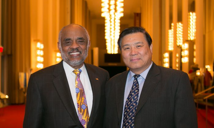 Retired Secretary of the Navy: Shen Yun 'For Your Heart'