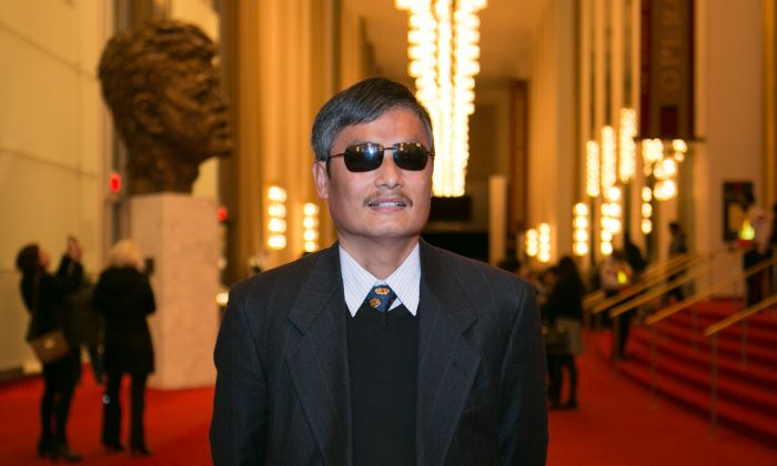 Activist Chen Guangcheng Says Shen Yun Awakens Human Spirit