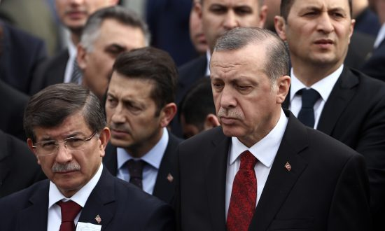 Turkish President Erdogan to Inrease Grip on Power After Prime Minister Resigns