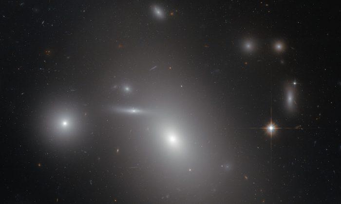 NGC 4889 Galaxy, Hiding Black Hole 21 Billion Times the Size