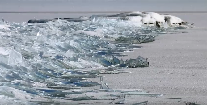 A screenshot of the video that captured the ice shattering on Lake Superior. (YouTube)