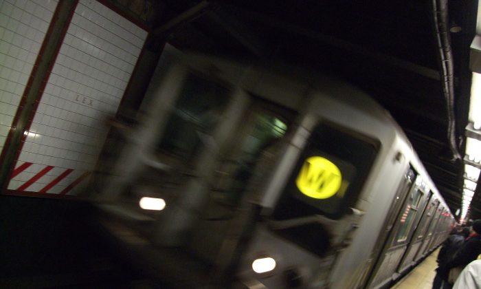 Queens Bound W Train (Heath Brandon/Wikicommons)