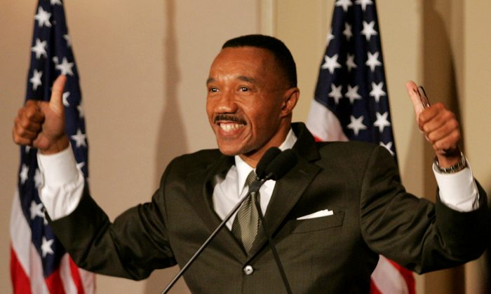 Kweisi Mfume in Baltimore in 2006. Mfume is endorcing Hillary Clinton for the Democratic nomination for president. (AP Photo/Don Wright)