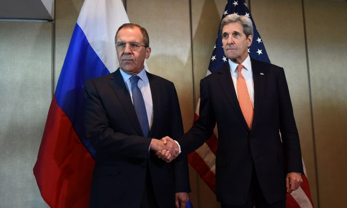 Russian Foreign Minister Sergei Lavrov (L) and Secretary of States John Kerry at a meeting for diplomatic talks in Munich, southern Germany, on Feb. 11, 2016. (Christof Stache/AFP/Getty Images)