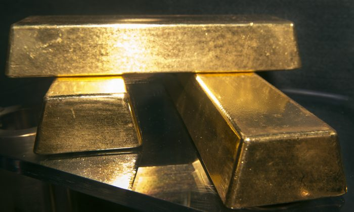 Three .9999 fine gold bars, 400 troy ounces or 28 lbs each, with a combined value of more than US$1.5 million, are displayed at the Bureau of Engraving and Printing (BEP) in Washington, D.C. (Paul J. Richards/AFP/Getty Images)