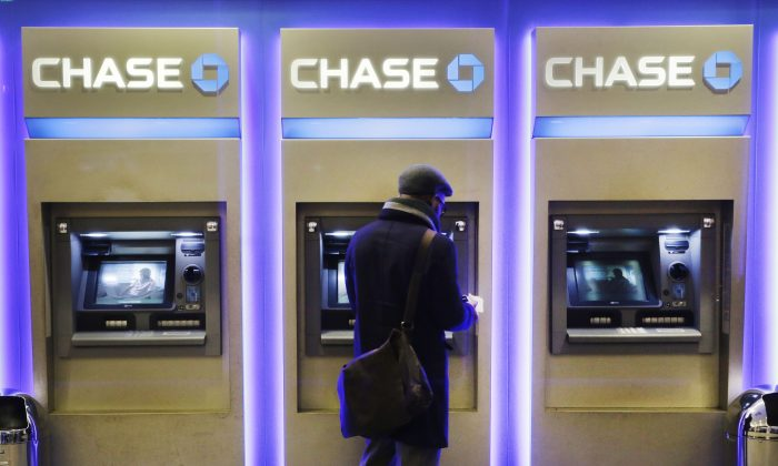 A customer uses an ATM at a branch of Chase Bank in New York on Jan. 14, 2015. (AP Photo/Mark Lennihan)