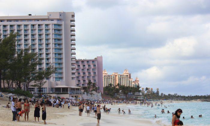 Beach with atlantis resort (Photos by Wibke Carter)