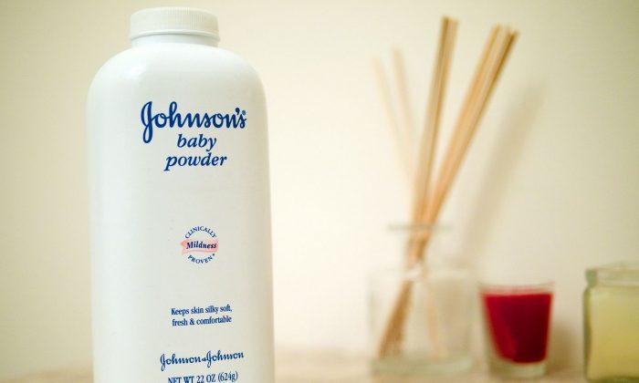 Johnson's Baby powder (Austin Kirk/Wikicommons)