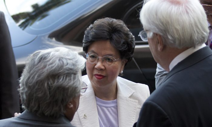 WHO Director-General Margaret Chan (C) listens to Paulo Gadelha (L), president of the Oswaldo Cruz Foundation, Brazil's premier state-run research institute for tropical diseases, in Rio de Janeiro, Brazil, on Feb. 24, 2016. Chan is on a two-day visit to Brazil. (AP Photo/Silvia Izquierdo)