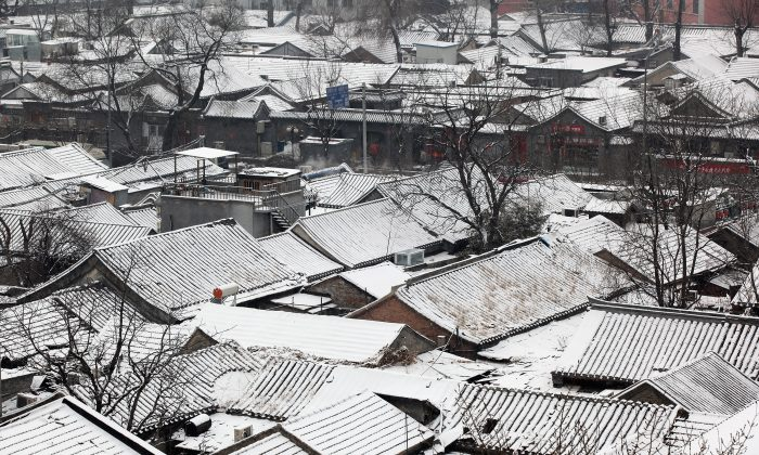 A snow-covered hutong, or traditional neighbourhood, in Beijing, China, on Feb. 10, 2011. (Feng Li/Getty Images)