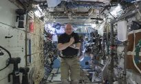 Homecoming for 2 Spacemen After Year Aloft: 'We did it!'