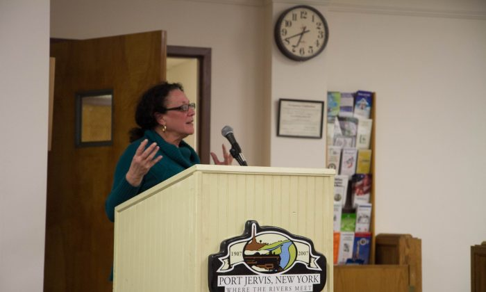 Debbie Raia, a Port Jervis resident and owner of Twenty Seven Gallery in Port Jervis speaks at a home ownership workshop on Feb. 25, 2016 in the City of Port Jervis' council chambers. (Holly Kellum/Epoch Times)