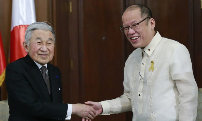 Japan's Emperor Akihito (L) shakes hands with Philippine President Benigno Aquino (R) before a meeting inside the presidential palace in Manila on Jan. 27, 2016. (Romeo Ranoco/AFP/Getty Images)