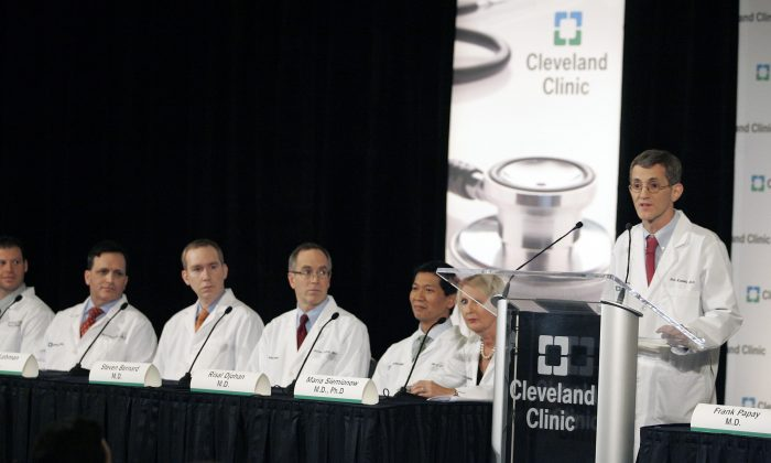 Eric Kodish speaks to the media during a press conference at the Cleveland Clinic on December 17, 2008 in Cleveland, Ohio. (J.D. Pooley/Getty Images)