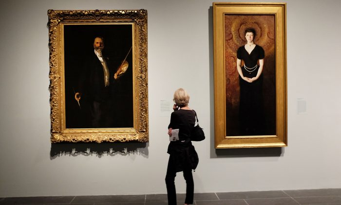 A woman looks at paintings at the Metropolitan Museum of Art (the Met) on July 30, 2015 in New York City. (Spencer Platt/Getty Images)