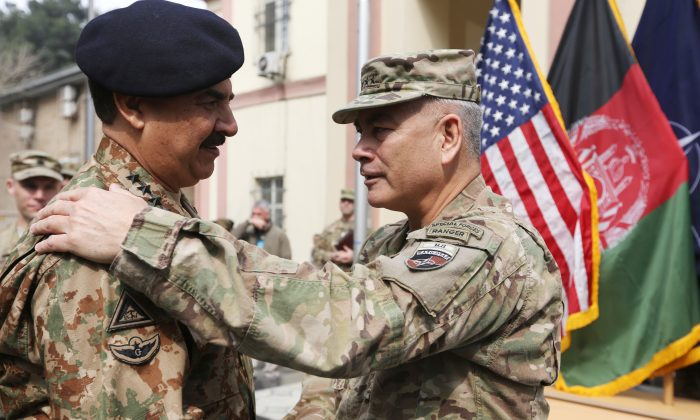 Outgoing Commander of Resolute Support forces and United States forces in Afghanistan, U.S. Army General John Campbell left, talks with Pakistani army chief General Raheel Sharif, during a change of command ceremony in Resolute Support headquarters in Kabul, Afghanistan, Wednesday, March 2, 2016. (AP Photo/Rahmat Gul)