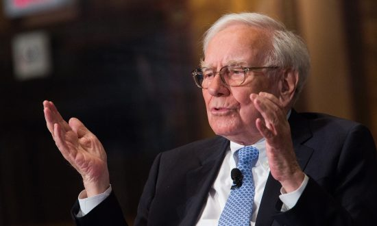 Why Is Buffett Buying US Airline Stocks?