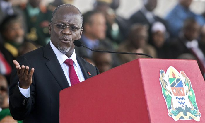 Tanzania's President John Magufuli delivers a speech during the swearing in ceremony in Dar es Salaam, on Nov. 5, 2015. (Daniel Hayduk/AFP/Getty Images)