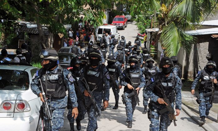 A police squad patrols during an operation in Los Alpes, southern outskirts of Tegucigalpa, Honduras, on Sept. 29, 2015. (Orlando Sierra/AFP/Getty Images)