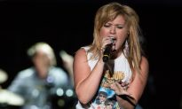 Kelly Clarkson: I Was Blackmailed Into Working With Dr. Luke