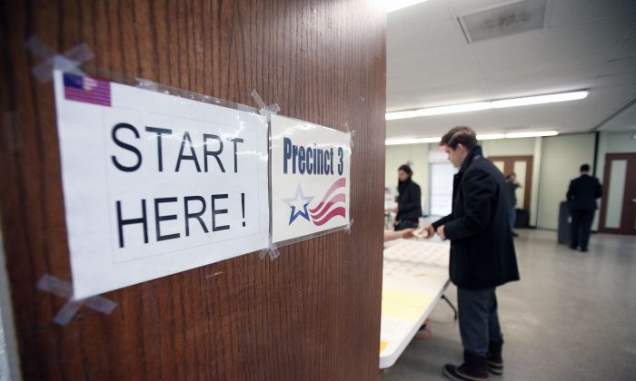 Residents vote in the Michigan primary March 8, 2016 in Detroit, Michigan. (Bill Pugliano/Getty Images)