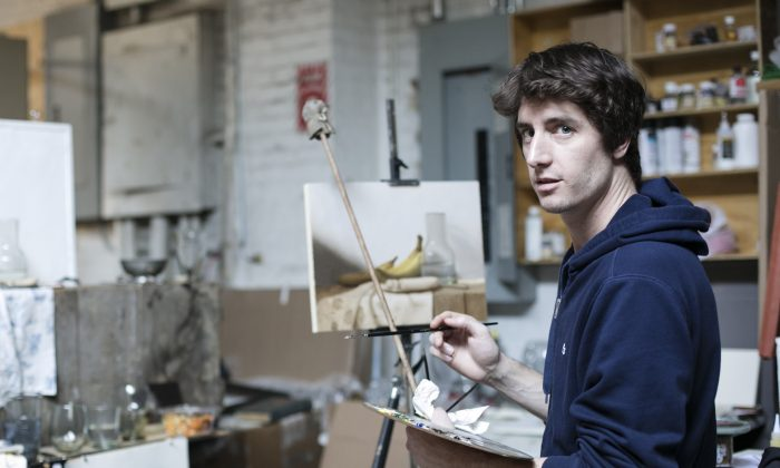 Artist  Justin Wood painting at the Grand Central Atelier in Long Island City, New York, on March 7, 2016. (Samira Bouaou/Epoch Times)