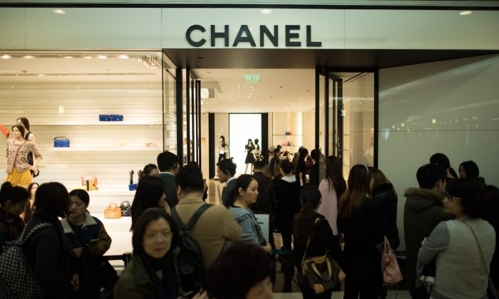 A line of people queuing outside a Chanel store in downtown Shanghai on March 19, 2015. (Johannes Eisele/AFP/Getty Images)