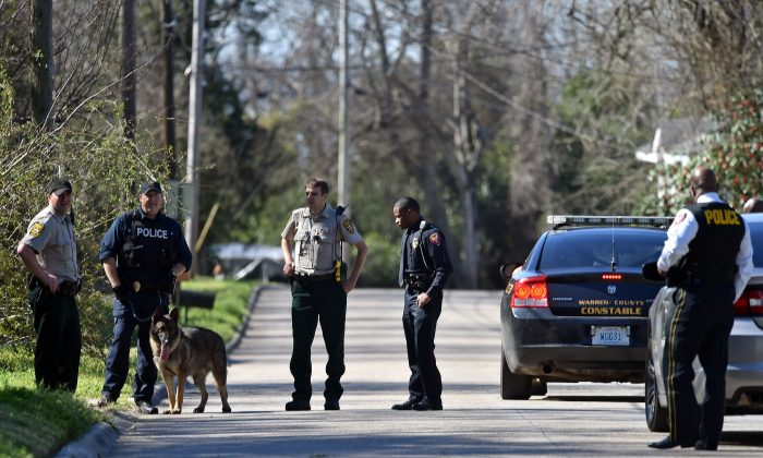 Vicksburg police and Warren County sheriff's deputies search in a Vicksburg neighborhood, Miss., for escaped inmate Rafael McCloud, who is a suspect in a capital murder, on Wednesday, March 2, 2016. (Justin Sellers/The Clarion-Ledger via AP) MANDATORY CREDIT