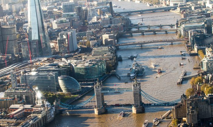 The River Thames, with Tower Bridge in the foreground. The round, slanted building on the left of the river is City Hall. (Mohammad Reza Amirinia)