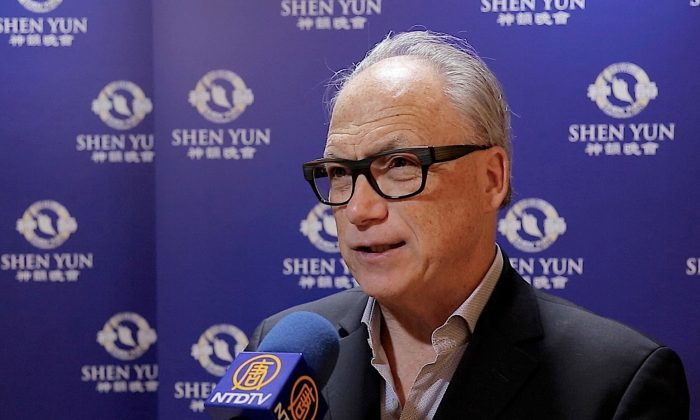 Shen Yun Unites People With Positive Message