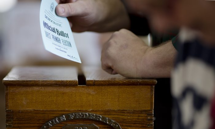 A voter casts his ballot in Chichester, N.H., on Feb. 9, 2016. (Dominick Reuter/AFP/Getty Images)