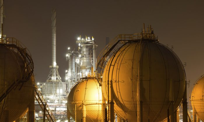 Close-up of an oil-refinery plant. Fossil fuels are the source of 86% of the world energy supply. (claffra/iStock)