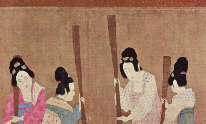 """Detail of of the painting """"Court Ladies Preparing Newly Woven Silk"""" by Tang Dynasty artist Zhang Xuan. (Public Domain)"""