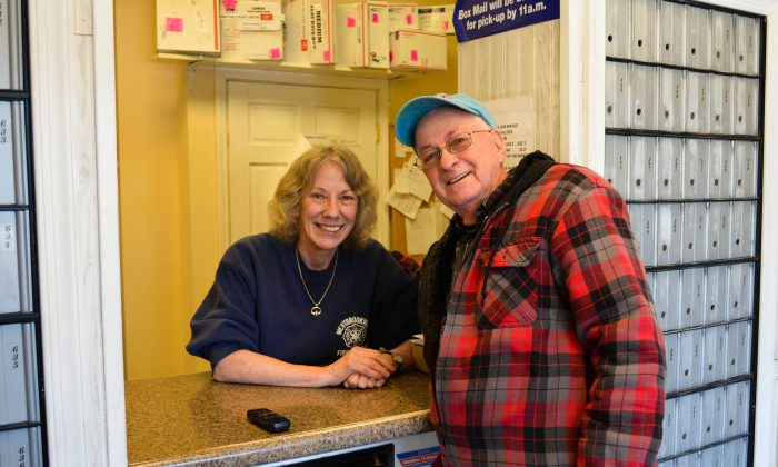 Marlene Roe and longtime resident Richard Ashworth at Westbrookville Post Office in Westbrookville on March 21, 2016 (Yvonne Marcotte/Epoch Times)