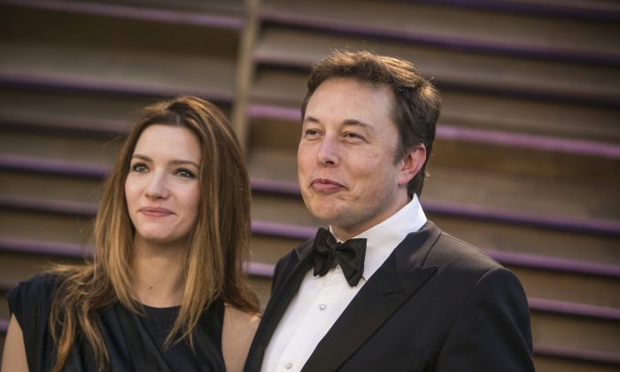 CEO of SpaceX and Tesla Elon Musk and wife Talulah Riley arrive to the 2014 Vanity Fair Oscar Party on March 2, 2014 in West Hollywood, California. AFP PHOTO/ADRIAN SANCHEZ-GONZALEZ        (Photo credit should read ADRIAN SANCHEZ-GONZALEZ/AFP/Getty Images)