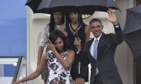 Obama Carries His Own Umbrella in Cuba, Shocking Chinese Citizens