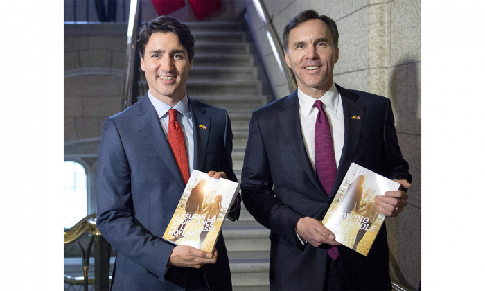 Prime Minister Justin Trudeau poses with Minister of Finance Bill Morneau as he arrives to table the budget on Parliament Hill on March 22, 2016. (The Canadian Press/Justin Tang)