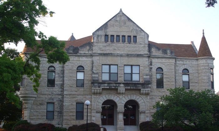 Administration building of Kansas State University. The university hosts a Confucius Institute. July 2009 . (Paperraven/Flikr)