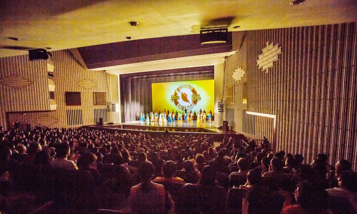 Young Man From Mainland China: Shen Yun Pulls Me out of All the Chaos in My Life